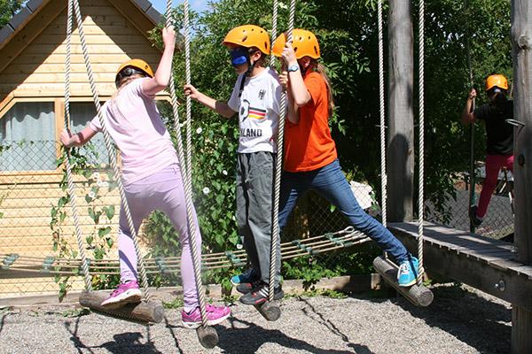 Kinder im Niederseilparcours der Kletterpark Sigmaringen